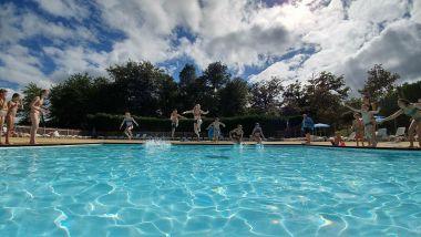 Lekker in het zwembad springen