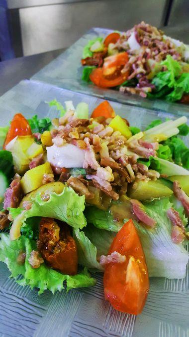 Voorgerecht van de dag: Salade de Lardons et Oeuf Mollet
