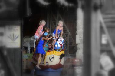 Op de boat in de gamehall