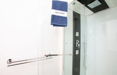 Shower room 23 - Family room