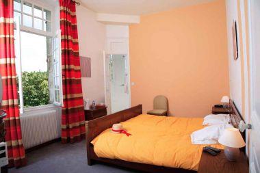 Chambre 24 : 2nd étage et douche