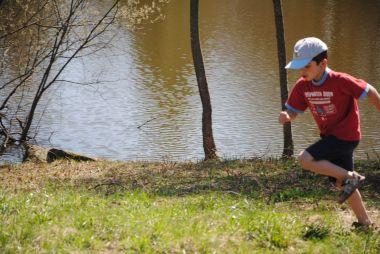 Aan het ven rennen, spelen, zwemmen