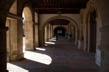 à l'ombre des arcades en Dordogne