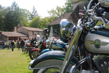 Des Bikers au restaurant