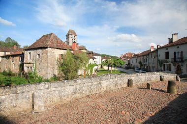 Saint-Jean-de-Côle - Le pont médiéval