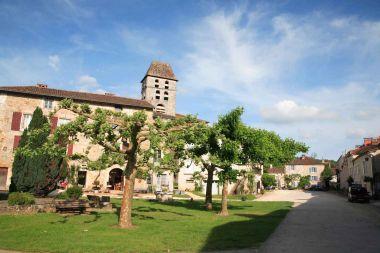 Saint-Jean-de-Côle - Le clocher de l'église Saint-Jean Baptiste