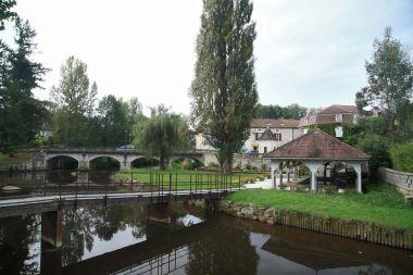 Saint-Pardoux-la-Rivière, La Dronne et le lavoir