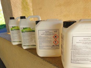 Des litres de Gel ou de produit virucide