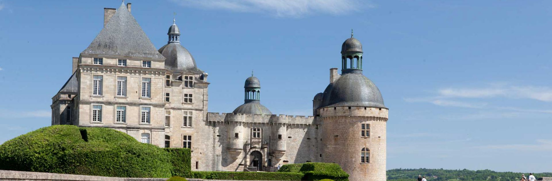 Château de Hautefort tuinen kasteel groene perigord