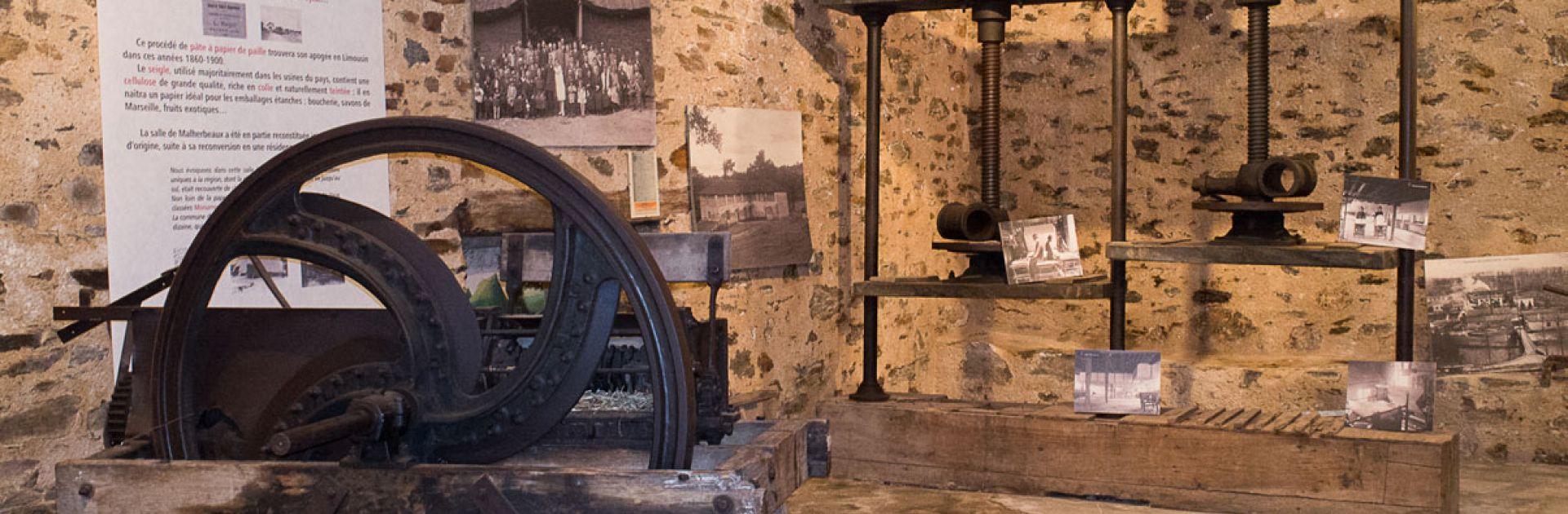 Papier water oude werktools forges staal Périgord Vert