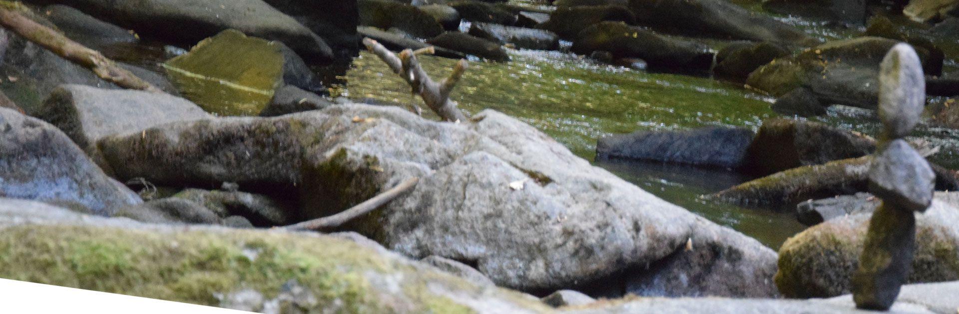 promenade cascade rochers légende Périgord Vert